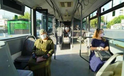 В общественном транспорте Ташкента теперь обязательны и маски, и перчатки