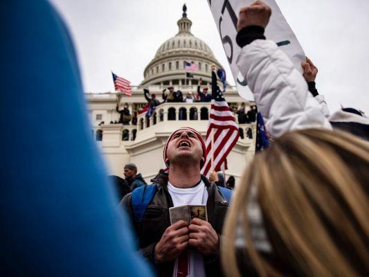 e0f9acb09d8c86f6712ee5f313594 Уамериканцев больше нет доверия ксвоим СМИ иправительству— опрос