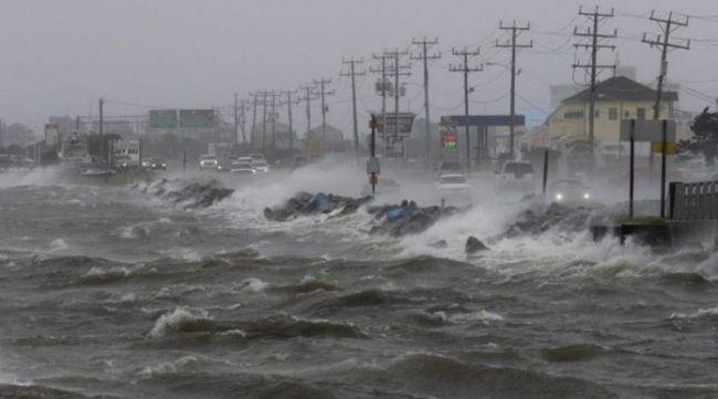 Мексиканский Pemex сократил производство в сентябре из-за ураганов