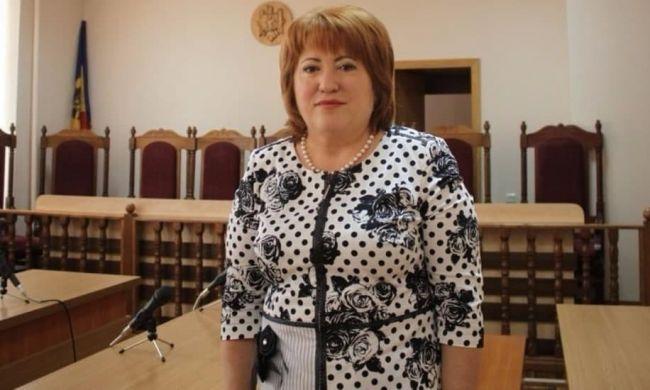 de43d7047a1ff8e9b3fb85b290484 ПредседательКС Молдавии сама решит, законноли еёуволил парламент