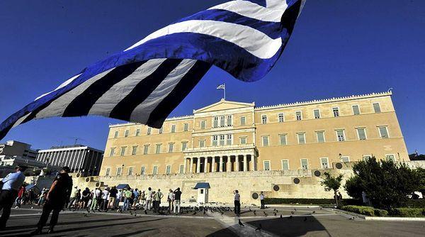 Парламент Греции одобрил второй пакет законов для переговоров с кредиторами