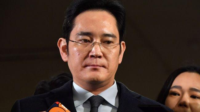 Фактический глава компании Samsung освобожден из тюрьмы