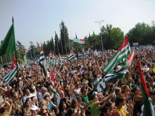 Праздник признания: Абхазия идет самостоятельным путем