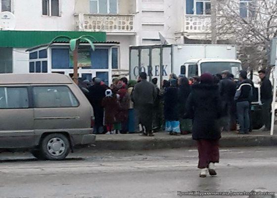 В столице Туркмении еще больше ограничена продажа муки и сахара
