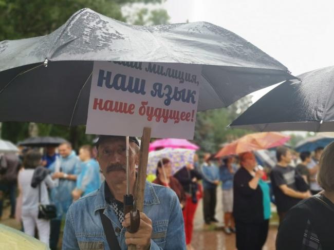 Житель Донецка на акции «Зеленский, признай выбор Донбасса». Фото: Кристина Мельникова