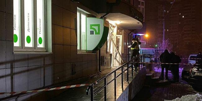 Ночью в Киеве грабитель устроил взрыв в отделении Приватбанка